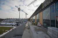 27.02.2013 Bialystok Przedstawiciele wykonawcy Stadionu Miejskiego - hiszpanskiej firmy OHL przedstawili nowy harmonogram prac. Termin oddania I czesci stadionu minal 23 lutego. Wykonawca jako powod opoznienia wskazal problemy Hydrobudowy, lidera kontraktu, ktory oglosil upadlosc. Nowy termin oddania tej czesci obiektu wyznaczono na 1 lipca a calosc ma byc ukonczona na poczatku 2014 roku N/z stadion w budowie fot Michal Kosc / AGENCJA WSCHOD
