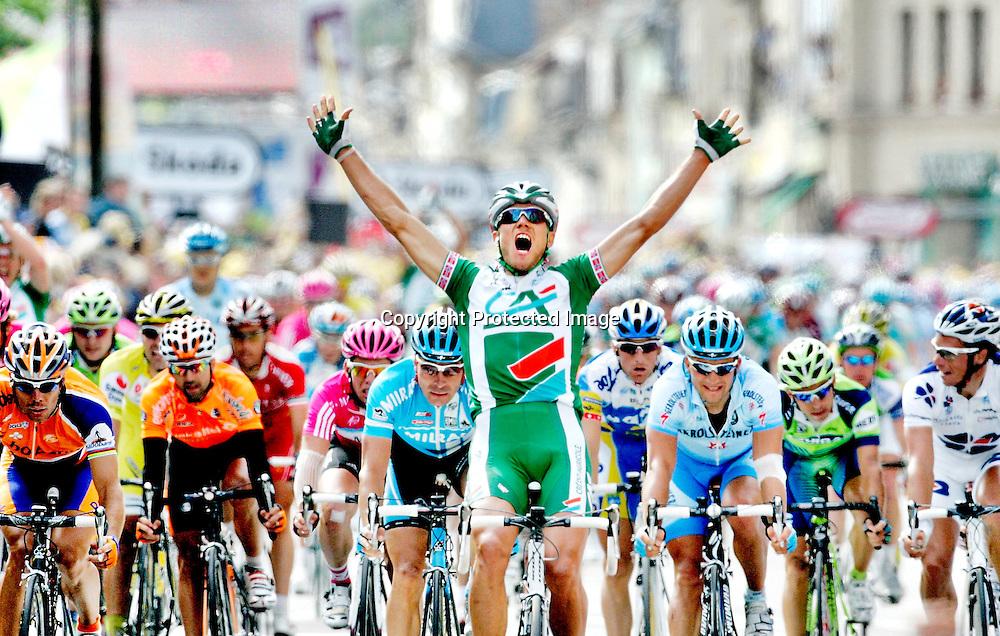 Venizy, 20070711: Thor Hushovd vant 4. etappe i årets Tour de France. Credit Agricole syklisten jubler for seier ved målstreken.....Foto: Daniel Sannum Lauten/Dagbladet *** Local Caption *** Hushovd,Thor
