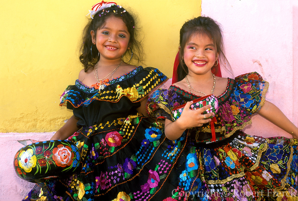 MEXICO, CHIAPAS, FESTIVALS Fiesta de Enero traditional costumes