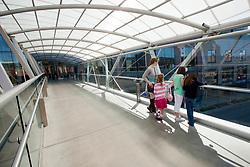 North America, United States, Washington, Bellevue, children on pedestrian skybridge between Bellevue Square and Lincoln Square