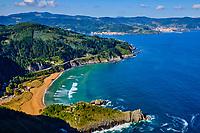 Espagne, Pays basque espagnol, Biscaye, région de Gernika-Lumo, Réserve de biosphère d'Urdaibai, Ibarrangelu, plage de Laga depuis le cap d'Ogono (279 m) // Spain, Spanish Basque Country, Biscay, Gernika-Lumo region, Urdaibai Biosphere Reserve, Ibarrangelu, Laga beach from the Cap d'Ogono (279 m)