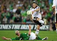 Fotball<br /> 13.10.2007<br /> Irland v Tyskland<br /> Foto: Witters/Digitalsport<br /> NORWAY ONLY<br /> <br /> v.l. Lee Carsley, Torsten Frings Deutschland<br /> EM-Qualifikation Irland - Deutschland