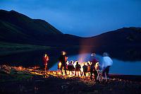 Varðeldur við Langasjó, sungið og spilað á gítar.