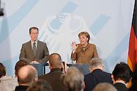 10 JAN 2007, BERLIN/GERMANY:<br /> Franz Muentefering (L), SPD, Bundesarbeitsminister, und Angela Merkel (R), CDU, Bundeskanzlerin, waehrend einer Pressekonferenz zu den Ergebnissen der vorangegangenen Kabinettsitzung, Bundeskanzleramt<br /> IMAGE: 20070110-01-007<br /> KEYWORDS: Franz Müntefering