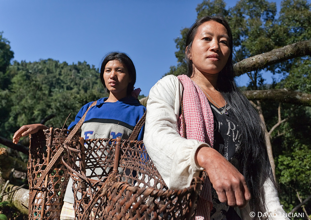 Two women carrying baskets somewhere between Pongging and Jeru. The Upper Siang District is mainly inhabited by groups of Adi tribes and Memba people.
