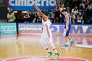 DESCRIZIONE : Varese Lega A 2013-14 Cimberio Varese Acqua Vitasnella Cantu<br /> GIOCATORE : Adrian Banks<br /> CATEGORIA : Ritratto Esultanza<br /> SQUADRA : Cimberio Varese<br /> EVENTO : Campionato Lega A 2013-2014<br /> GARA : Cimberio Varese Acqua Vitasnella Cantu<br /> DATA : 15/12/2013<br /> SPORT : Pallacanestro <br /> AUTORE : Agenzia Ciamillo-Castoria/G.Cottini<br /> Galleria : Lega Basket A 2013-2014  <br /> Fotonotizia : Varese Lega A 2013-14 Cimberio Varese Acqua Vitasnella Cantu<br /> Predefinita :