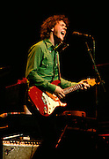 Steve Forbert singing and playing guitar