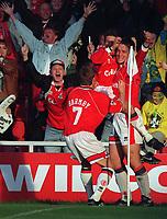 Fotball<br /> Norske spillere i England<br /> Foto: Colorsport/Digitalsport<br /> NORWAY ONLY<br /> <br /> JAN ÅGE FJØRTOFT CELEBRATES THE BORO GOAL WITH NICK BARMBY & JUNINHO.  MIDDLESBOROUGH V LEEDS UNITED. 4/11/95