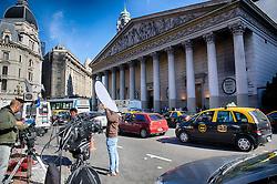 Imprensa do mundo inteiro trabalha em frente a Catedral Metropolitana de Buenos Aires. A catedral é a principal igreja católica em Buenos Aires, capital da Argentina e onde Jorge Mario Bergoglio, então cardeal, celebrava suas orações. FOTO: Jefferson Bernardes/Preview.com