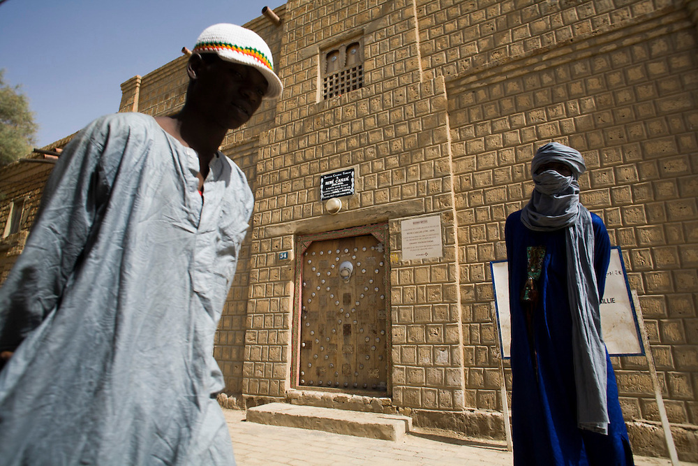Young men standing in front of the house were French explorer Ren�ailli�tayed in Timbuktu, Mali.