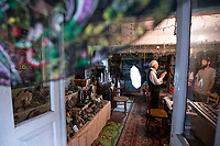 Kleszczele, woj podlaskie, 03.08.2019. Ametystowa Komnata - prywatne muzeum ametystow zalozone i prowadzone od 50 lat przez Mikolaja Podlaszczyka, emerytowanego nawigatora i pilota wojskowego. Jest to jedna z najwiekszych kolekcji ametystow w Polsce N/z Miroslaw Podlaszczyk oprowadza turystow po muzeum fot Michal Kosc / AGENCJA WSCHOD