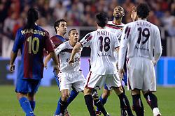 03-03-2007 VOETBAL: SEVILLA FC - BARCELONA: SEVILLA  <br /> Sevilla wint de topper met Barcelona met 2-1 / Andres Iniesta, Adriano Correia Claro en Frederic Kanoute<br /> ©2006-WWW.FOTOHOOGENDOORN.NL