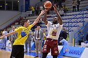 DESCRIZIONE : Cremona Lega A 2015-16 Play Off gara 2 Vanoli Cremona Umana Reyer Venezia <br /> GIOCATORE : Pargo Geremy<br /> CATEGORIA :  Riscaldamento pregame<br /> SQUADRA : Umana Reyer Venezia<br /> EVENTO : Campionato Lega A 2015-2016 GARA : Vanoli Cremona vs Umana Reyer Play Off gara 2<br /> DATA : 10/05/2016 <br /> SPORT : Pallacanestro <br /> AUTORE : Agenzia Ciamillo-Castoria/I.Mancini<br /> Galleria : Lega Basket A 2015-2016 Fotonotizia : Cremona Lega A 2015-16 PlayOff Gara 2  Vanoli Cremona Umana Reyer Venezia