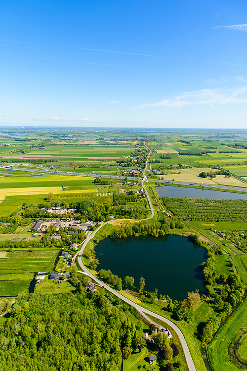 Nederland, Gelderland, Gemeente Geldermalsen, 13-05-2019; Diefdijk, met restant van vroegre doorbraak het wiel De Waai, De Diefdijk is een binnendijk en oorspronkelijk aangelegd om de Alblasserwaard en de Vijfherenlanden tegen wateroverlast uit de Betuwe te beschermen. Daarnaast maakt de dijk onderdeel uit van Hollandse Waterlinie.<br /> Diefdijk, inner dike,  originally built to protect the polders Alblasserwaard and Vijfherenlanden against flooding from the Betuwe.<br /> luchtfoto (toeslag op standard tarieven);<br /> aerial photo (additional fee required);<br /> copyright foto/photo Siebe Swart