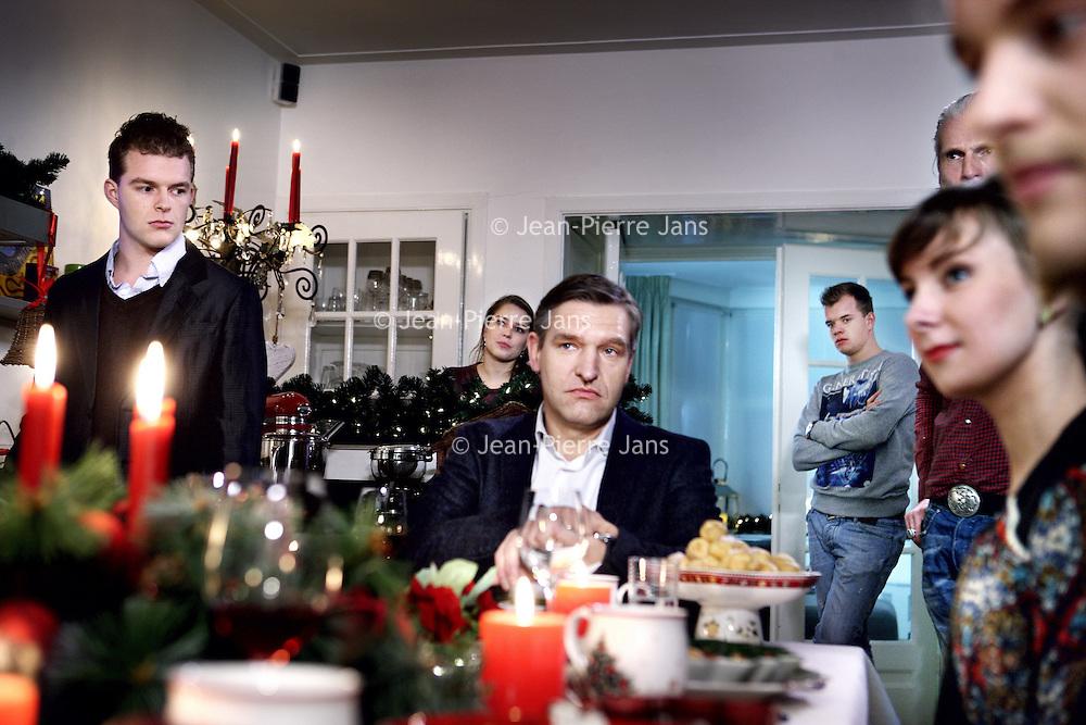 """Nederland, Amsterdam , 9 december 2013.<br /> PKN komt met tv-reclame voor kerstdiensten.<br /> GospelzangeresSharon Kips, actrice Gerda HavertongenCDA-fractievoorzitter in de Tweede KamerSybrand van Haersma Bumazijn er in te Zien. Maar ook anderen.Om zoveel mogelijk mensen tot een bezoek aan kerstdiensten te verleiden, gaat de Protestantse Kerk in Nederland (PKN) tv-reclame maken. Er worden van 18 december af ongeveer 125 spotjes uitgezonden via Nederland 1, 2 en 3 en RTL4. <br /> Volgens woordvoersterMarloes Nouwens-Keller van de PKN hoort die kerk 'van nature' tussen de kerstreclames thuis. Hetfeest van gezellig samen zijn, ontspannen en lekker eten, wordt door iedereen – onder meer door supermarkten, frisdrankmerken en tv-zenders - geclaimd, zegt ze. """"De Protestantse Kerk in Nederland heeft hét echte kerstverhaal in de aanbieding en de plek waar je dit samen kunt vieren. Het zou toch onverstandigzijn als wij dáár geen reclame voor maken"""".<br /> Op de foto CDA-fractievoorzitter in de Tweede KamerSybrand van Haersma Buma tijdens de opname aan de kersttafel.<br /> Foto:Jean-Pierre Jans"""