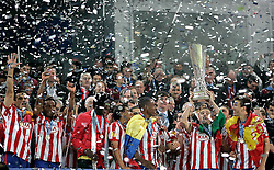 12.05.2010, Hamburg Arena, Hamburg, GER, UEFA Europa League Finale, Atletico Madrid vs Fulham FC im Bild.Atletico de Madrid's players celebrate with trophy during UEFA Europa League final match. EXPA Pictures © 2010, PhotoCredit: EXPA/ nph/  Alvaro Hernandez / SPORTIDA PHOTO AGENCY