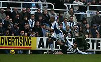 Photo: Andrew Unwin.<br />Newcastle United v Blackburn Rovers. The Barclays Premiership. 21/01/2006.<br />Blackburn's Steven Reid (L) is fouled by Newcastle's Lee Bowyer (R).