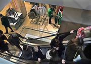 Nederland, Arnhem, 28-12-2013Uitverkoop wegens de opheffing van dit filiaal van luxe warenhuis de Bijenkorf. Het concern wil zich meer richten op internetverkoop. De winkels in Arnhem en Enschede gaan 1 januari dicht.Foto: Flip Franssen/Hollandse Hoogte