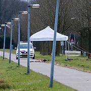 NLD/Muiden/20130123 - Langs de Zuidpolderweg in Muiden is het lichaam vanmorgen gevonden van een vrouw, politie verricht onderzoek ter plaatse naar identitieit en oorzaak, Rowena van der Walle