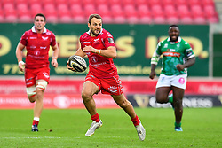 Paul Asquith of Scarletsa in action during todays match<br /> <br /> Photographer Craig Thomas/Replay Images<br /> <br /> Guinness PRO14 Round 3 - Scarlets v Benetton Treviso - Saturday 15th September 2018 - Parc Y Scarlets - Llanelli<br /> <br /> World Copyright © Replay Images . All rights reserved. info@replayimages.co.uk - http://replayimages.co.uk