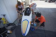 Het Human Power Team polijst de VeloX2 voor de laatste race van de WHPSC. In de buurt van Battle Mountain, Nevada, strijden van 10 tot en met 15 september 2012 verschillende teams om het wereldrecord fietsen tijdens de World Human Powered Speed Challenge. Het huidige record is 133 km/h.<br /> <br /> The Human Power Team polishes the VeloX2 for the last race of the WHPSC. Near Battle Mountain, Nevada, several teams are trying to set a new world record cycling at the World Human Powered Vehicle Speed Challenge from Sept. 10th till Sept. 15th. The current record is 133 km/h.
