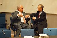 """05 FEB 1998, BONN/GERMANY:<br /> Helmut Kohl, CDU, Bundeskanzler, und Rudolf Scharping, SPD, Fraktionsvorsitzender, Debatte """"Nichtraucherschutz"""", Bundestag<br /> IMAGE: 19980205-03/02-24"""