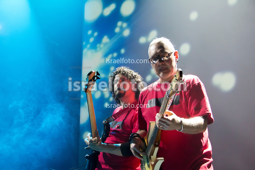 Sabo Romo performing in concert with Alonso Arreola. January 27, 2012. Mexico City, Mexico.