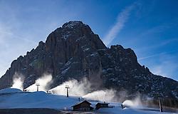 17.12.2016, Saslong, St. Christina, ITA, FIS Ski Weltcup, Groeden, Abfahrt, Herren, im Bild Beschneiungsanlagen am Fusse des Langkofel / Saslong // Snowmaking equipment at the foot of the Saslon Mountain prior to the men's downhill of FIS Ski Alpine World Cup at the Saslong race course in St. Christina, Italy on 2016/12/17. EXPA Pictures © 2017, PhotoCredit: EXPA/ Johann Groder