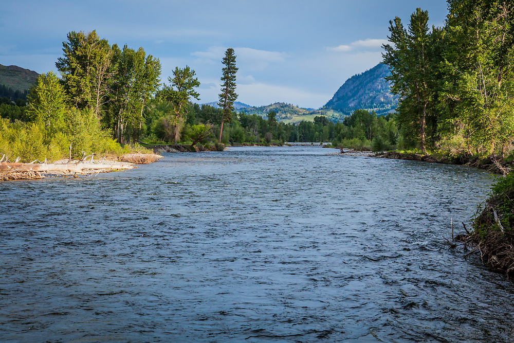 Looking south along the Methow River in Spring between Twisp and Winthrop, Washington, USA.