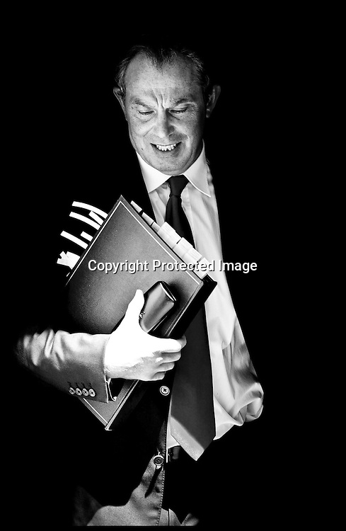 WOT DO U THINK MOODY PIC FRO THE WIRE.Prime Minister Tony Blair Leaving Downing St Wednesday 8th June 2005 for Prime Ministers Questions.PA Photo Andrew PArsons