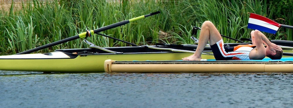 Engeland, Londen, 01-08-2012.<br /> Olympische Spelen.<br /> Roeien, Mannen, Acht.<br /> Eén van de mannen van de Holland Acht ligt zwaar teleurgesteld en uitgeteld op de steiger na de race.<br /> Foto : Klaas Jan van der Weij