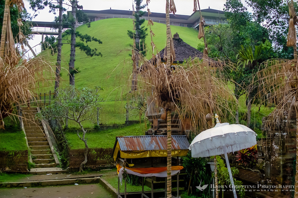 Bali, Gianyar, Tirtha Empul. The palace built by Sukarno is overlooking the Tirtha Empul temple.