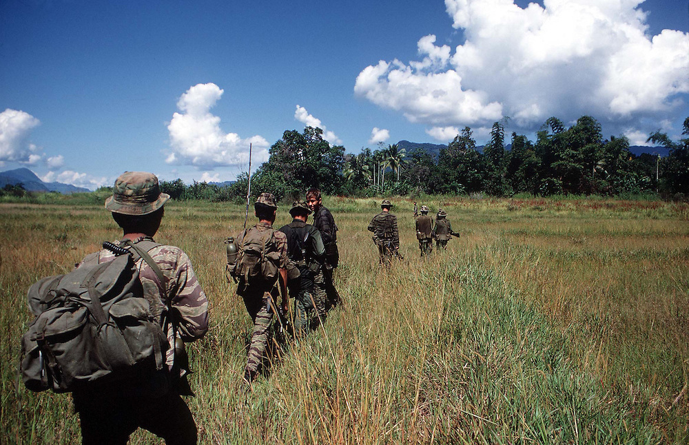 Joint patrol of American Special Forces and South Vietnamese soldiers in the Central Highlands of Vietnam during the conflict. October 1970. Photographed by Terry Fincher