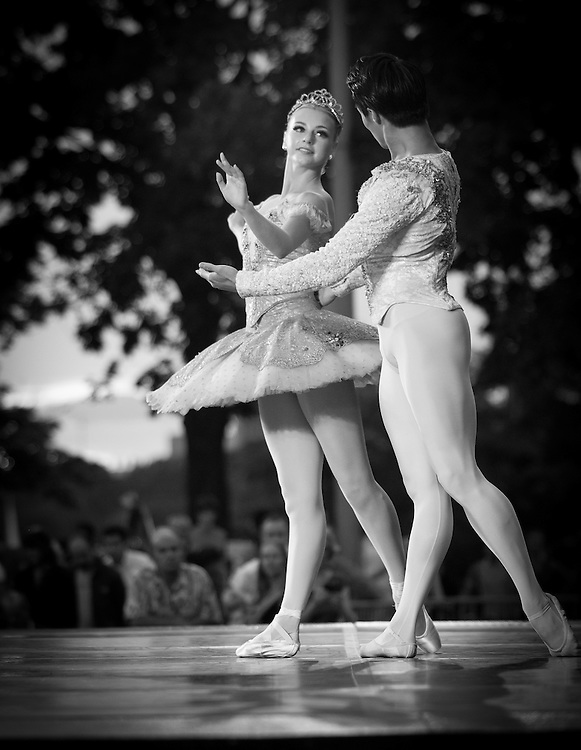 Boston Ballet's John Lam and Whitney Jensen perform with the Boston Landmarks Orchestra at the Hatch shell. 31st of August 2011