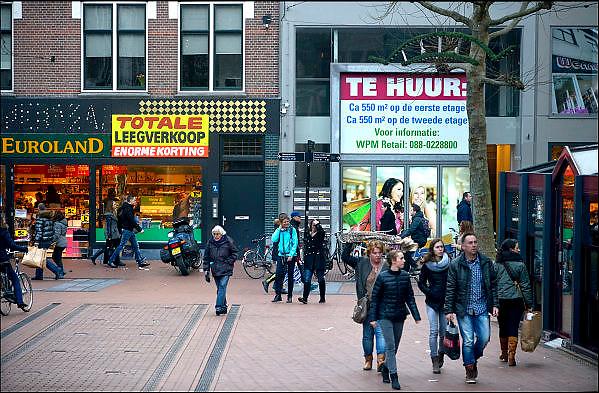 Nederland, Nijmegen, 23-12-2014 In de binnenstad van Nijmegen staan veel winkels leeg en worden te huur aangeboden. Hier in de Ziekerstraat. Foto: Flip Franssen/Hollandse Hoogte