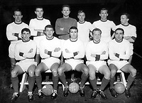 Fotball<br /> Lagbilde Manchester United<br /> Foto: Colorsport/Digitalsport<br /> NORWAY ONLY<br /> <br /> Manchester United. FA Cup semi-finalists 1962-63 (back row L>R) M.Setters, W.Foulkes, H.Gregg, R.Charlton, P.Crerand, N.Stiles, (front row L>R) J.Giles, D.Herd, N.Cantwell, A.Quixall, S.Brennan.