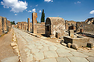 Roman road of Via Consolare , Pompeii, with a well and a surgeons house. .<br /> <br /> If you prefer to buy from our ALAMY PHOTO LIBRARY  Collection visit : https://www.alamy.com/portfolio/paul-williams-funkystock/pompeii.html<br /> Visit our CLASSICAL WORLD HISTORIC SITES PHOTO COLLECTIONS for more photos to buy as buy as wall art prints https://funkystock.photoshelter.com/gallery-collection/Classical-Era-Historic-Sites-Archaeological-Sites-Pictures-Images/C0000g4bSGiDL9rw