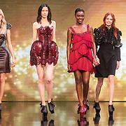 NLD/Amsterdam/20161025 - finale Holland Next Top model 2016, winnares Akke Marije Marinus, model Emma Hagers, model Colette Kanza, model Noor van Velzen