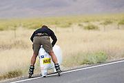 Aurelien Bonneteau heeft een slechte start tijdens de kwalificaties op maandagochtend. Het Human Power Team Delft en Amsterdam (HPT), dat bestaat uit studenten van de TU Delft en de VU Amsterdam, is in Amerika om te proberen het record snelfietsen te verbreken. In Battle Mountain (Nevada) wordt ieder jaar de World Human Powered Speed Challenge gehouden. Tijdens deze wedstrijd wordt geprobeerd zo hard mogelijk te fietsen op pure menskracht. Het huidige record staat sinds 2015 op naam van de Canadees Todd Reichert die 139,45 km/h reed. De deelnemers bestaan zowel uit teams van universiteiten als uit hobbyisten. Met de gestroomlijnde fietsen willen ze laten zien wat mogelijk is met menskracht. De speciale ligfietsen kunnen gezien worden als de Formule 1 van het fietsen. De kennis die wordt opgedaan wordt ook gebruikt om duurzaam vervoer verder te ontwikkelen.<br /> <br /> The Human Power Team Delft and Amsterdam, a team by students of the TU Delft and the VU Amsterdam, is in America to set a new world record speed cycling.In Battle Mountain (Nevada) each year the World Human Powered Speed Challenge is held. During this race they try to ride on pure manpower as hard as possible. Since 2015 the Canadian Todd Reichert is record holder with a speed of 136,45 km/h. The participants consist of both teams from universities and from hobbyists. With the sleek bikes they want to show what is possible with human power. The special recumbent bicycles can be seen as the Formula 1 of the bicycle. The knowledge gained is also used to develop sustainable transport.