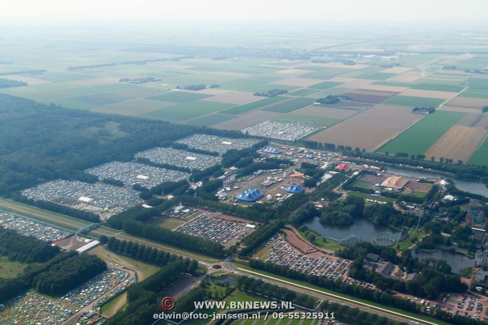 NLD/Biddinghuizen/20150822 - Vlucht boven Lowlands 2015