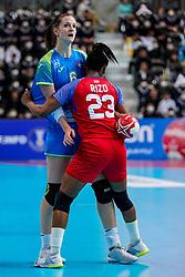 05-12-2019 JAP: Cuba - Slovenia, Kumamoto<br /> Fourth match groep A at 24th IHF Womenís Handball World Championship. Slovenia win 39 - 26 of Cuba / Ana Gros #6 of Slovenia, Eyatne Rizo Gomez #23 of Cuba