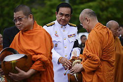 July 28, 2017 - Bangkok, Bangkok, Thailand - Thai Prime Minister Prayuth Chan-O-Cha gives alms to Buddhist monks to celebrate the birthday of Thai King Maha Vajiralongkorn in Bangkok, Thailand, July 28, 2017. (Credit Image: © Anusak Laowilas/NurPhoto via ZUMA Press)