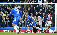 26/12/2004 - FA Barclays Premiership - Chelsea v Aston Villa - Stamford Bridge<br />Chelsea's Damien Duff turns away after scoring the opening goal past Aston Villa's annoyed goalkeeper Thomas Sorensen<br />Photo:Jed Leicester/Back Page Images