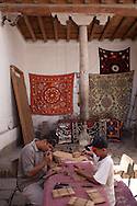 wood carving workshop.Operation MERCY sponsored by UNESCO . in the old city  KHIVA  Ouzbekistan  .///.travail du bois, sculpture . operation MERCY organise par  UNESCO . dans la vielle ville  KHIVA  Ouzbekistan .///.OUZB56319