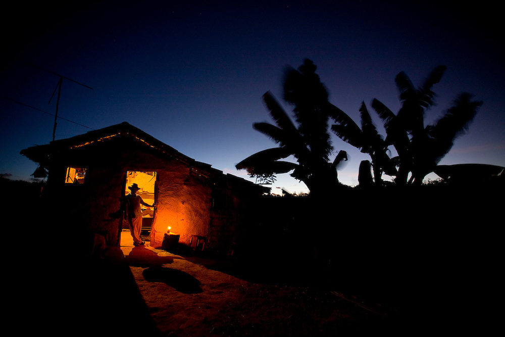 Diamantina_MG, Brasil.<br /> <br /> Casa sem energia eletrica na zona rural de Diamantina, Minas Gerais.<br /> <br /> Home without electricity in rural Diamantina, Minas Gerais.<br /> <br /> Foto: LEO DRUMOND / NITRO