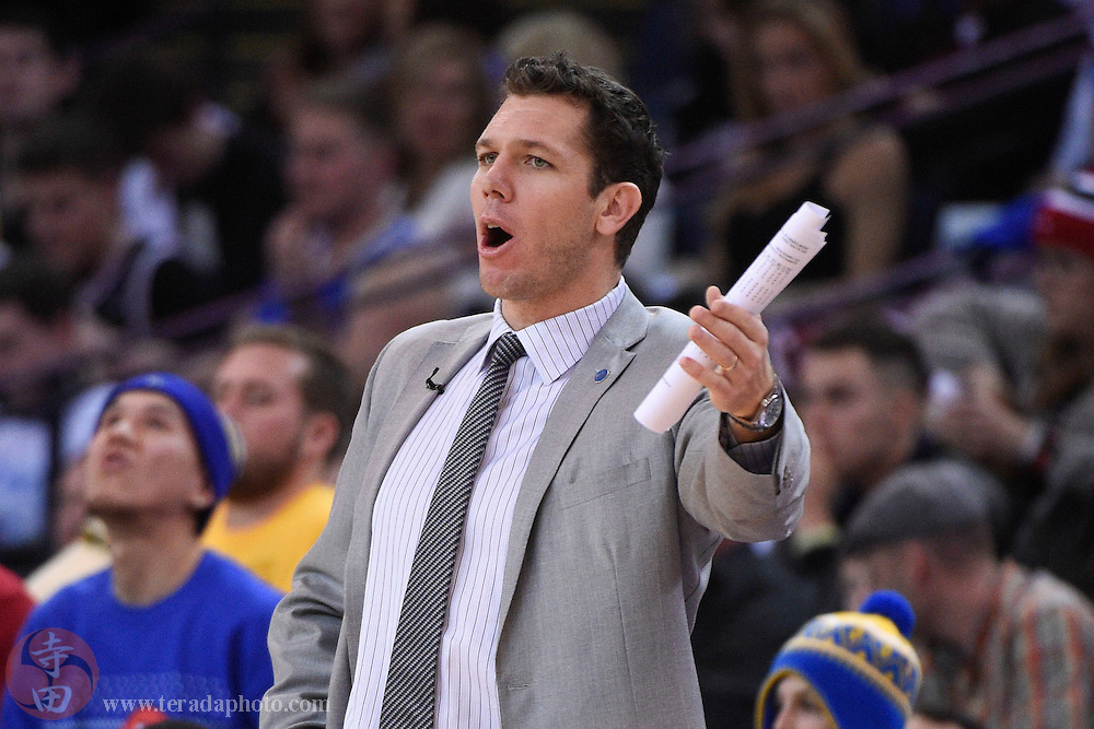 December 25, 2015; Oakland, CA, USA; Golden State Warriors interim head coach Luke Walton instructs in the second quarter of a NBA basketball game on Christmas against the Cleveland Cavaliers at Oracle Arena.