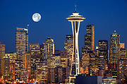 Seattle skyline from Kerry Park with full moon