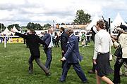 Pferdesport: 148. Deutsches Galopp Derby, Hamburg, 02.07.2014<br /> Derbysieger: Jubel der Eigentuemer von Windstoß ( Kölner Traditionsgestüt Röttgen)<br /> © Torsten Helmke
