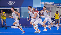 TOKIO - Arthur van Doren (Bel) , Arthur de Sloover (Bel) , Victor Wegner (Bel) , Florent van Aubel (Bel) .  Opnieuw vreugde na  de hockey finale mannen, Australie-Belgie (1-1), België wint shoot outs en is Olympisch Kampioen,  in het Oi HockeyStadion,   tijdens de Olympische Spelen van Tokio 2020. COPYRIGHT KOEN SUYK