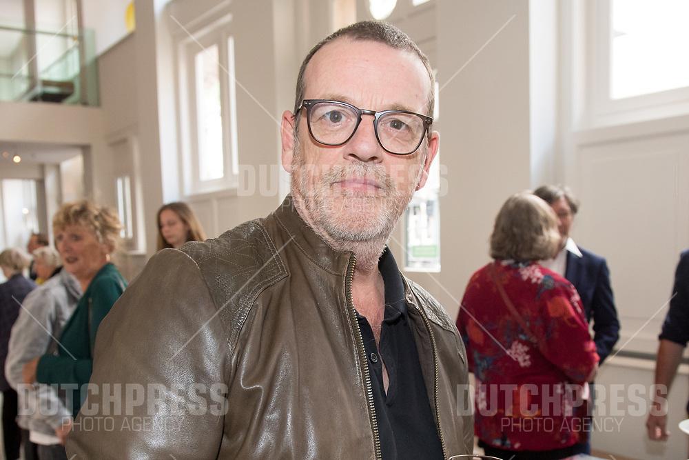 Kees Prins tijdens de uitreiking van de Johan Kaartprijs 2019 in het DeLaMar Theater in Amsterdam